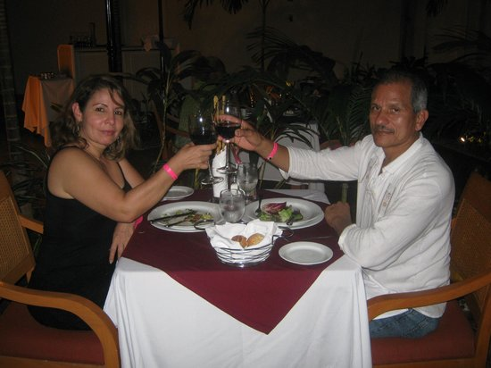 Sunset Royal Beach Resort: cena romantica