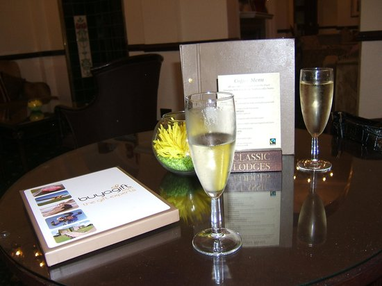 Afternoon Tea at Grovefield House: strat with champagne