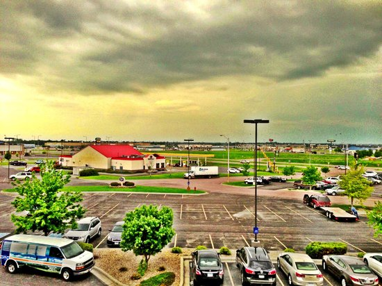 Hampton Inn Mitchell: Hotel Room View under a *Tornado Watch*