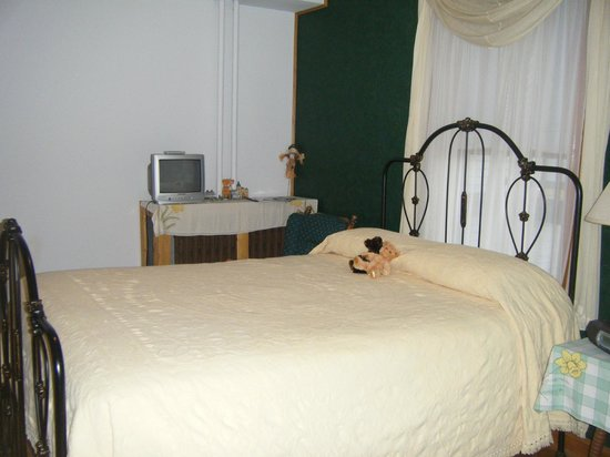 The Sawyer House Bed and Breakfast, Llc: Lady Slipper Room 1 st floor