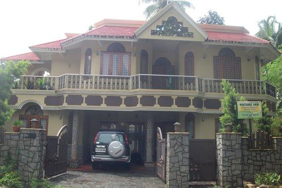 Nature Inn Airport Luxury Homestay - Chirangara: getlstd_property_photo