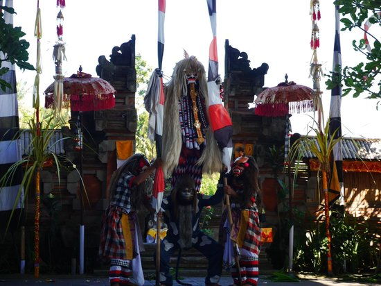 """Barong & Kris Dance: An interesting entrance of the evil witch """"Rangda"""""""