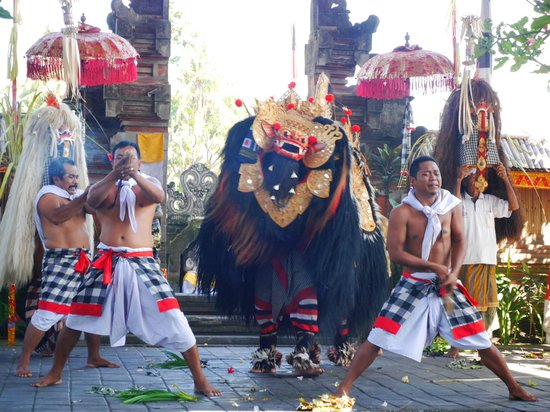 """Barong & Kris Dance: A sort of trance-like """"Suicide"""", but quite fake if you ask me."""