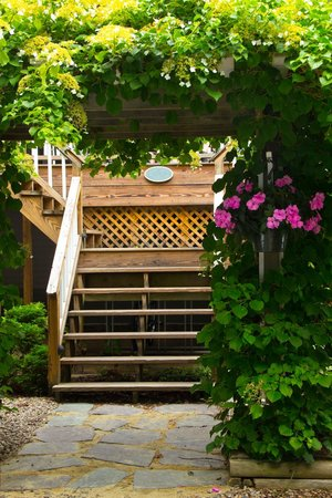 The Old Harbor Inn: Stairway to the Patio