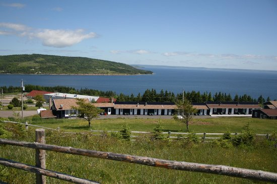 The Iona Heights Inn : View of the Inn from Highland Village