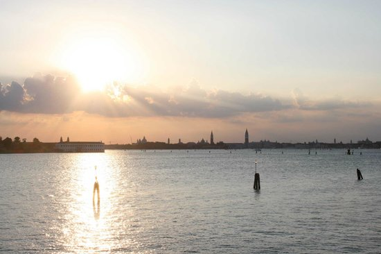 Villa Laguna: Sunset over Venice