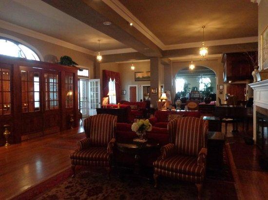 The Mimslyn Inn: Hotel Lobby