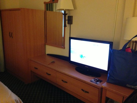 Comfort Inn & Suites Oakland Airport: tv