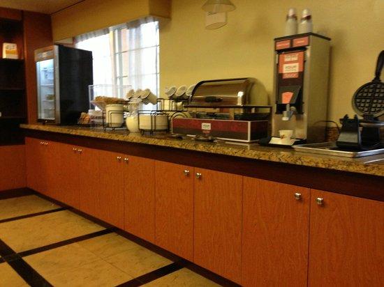 Comfort Inn & Suites: ontbijt
