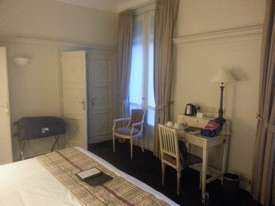 Royal Hotel Paris Champs Elysees: Room 3
