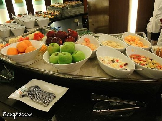Waterfront Manila Pavilion Hotel & Casino: Buffet
