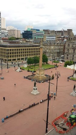 Olympic House Apartments: The view of George Square from our terrace!!