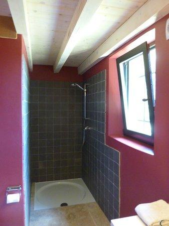Une Sieste en Luberon : Amitie room bathroom