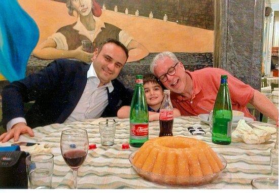 Trattoria Medina: Tutti a tavola a mangiare!