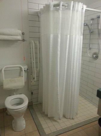 Club Quarters Hotel, Gracechurch: Shower