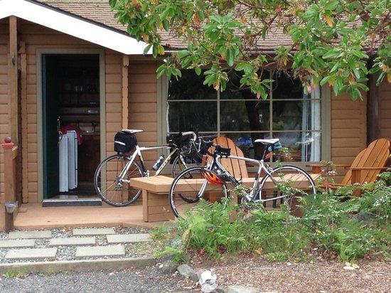 Snug Harbor Resort & Marina: Cabin #4 Snug Harbor Resort