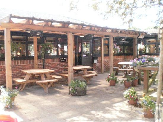 The Carpenters Arms: Outside eating area