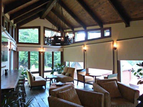 Scandinave Spa Mont-Tremblant : la salle a manger avec ses plats délicieux