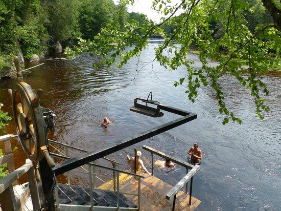 Scandinave Spa Mont-Tremblant : On peut descendre a la rivière du diable se saucer