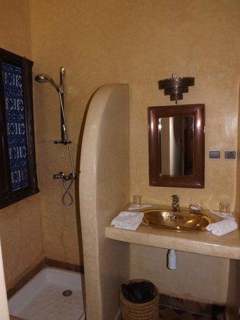 Riad Abaca Badra: Bathroom