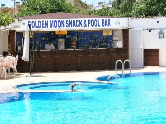 Golden Moon Apart Hotel: POOLSIDE BAR