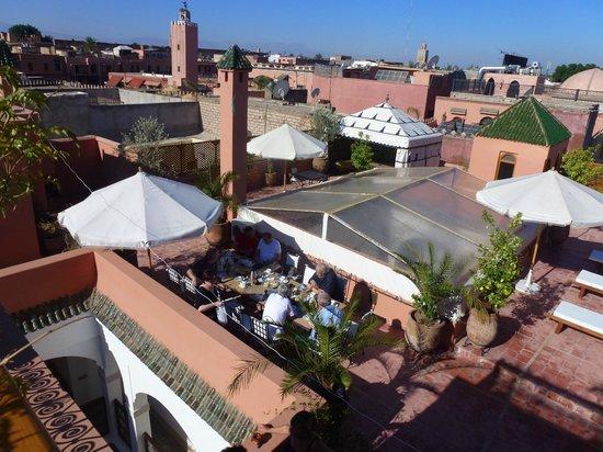 Le Pavillon Oriental : Petit déjeuner sur la terrasse