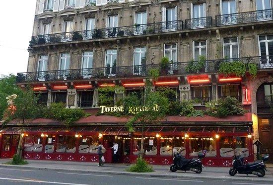 Vue de l 39 exterieur foto di la taverne parigi tripadvisor for Foto di taverne arredate