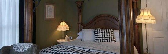 Centralia Garden Estates Bed & Breakfast : Gardenia Room