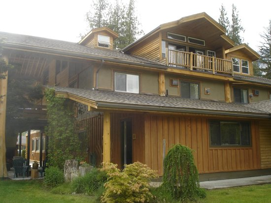 Bella Coola Mountain Lodge: Außenansicht