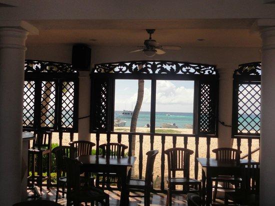 Posada Macanao Lodge: area comum de frente pro mar