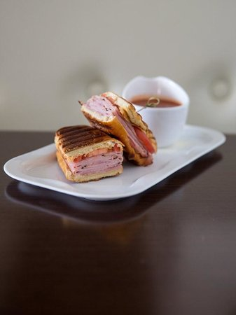 Paramour at Wayne Hotel: Ham and Swiss Panini