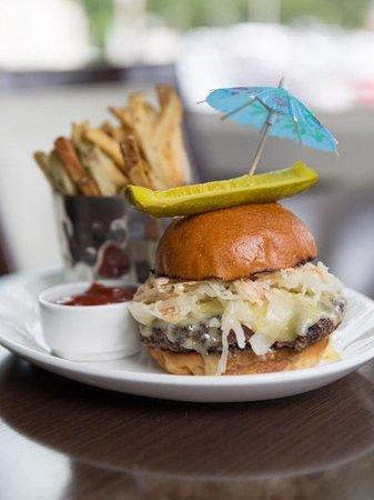 Paramour at Wayne Hotel: Reuben Burger
