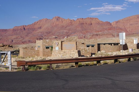 Marble Canyon Lodge: Marble Canyon Navajo bridge