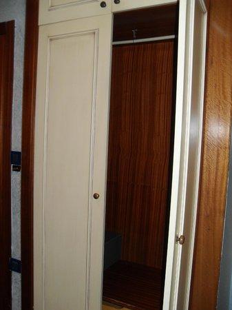 Hotel Al Piave : Big enough closet
