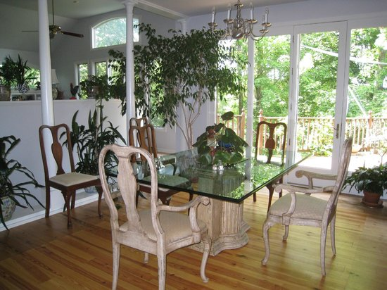 Heron Cove Guest House: Dining Room