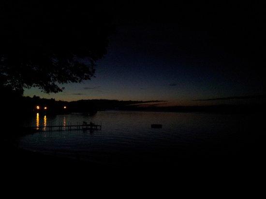 Huddle's Resort: night view
