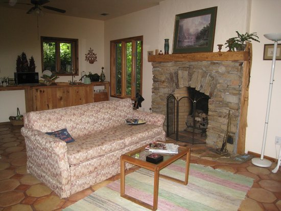 Heron Cove Guest House: Coveside Living Room
