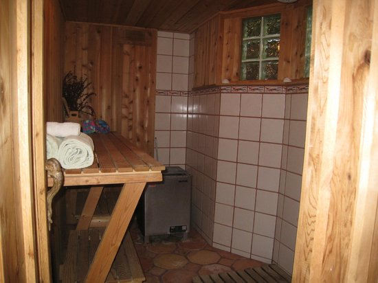 Heron Cove Guest House: Shower/Sauna - Coveside Suite