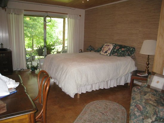 Heron Cove Guest House : Queen Bed, Cabana Suite