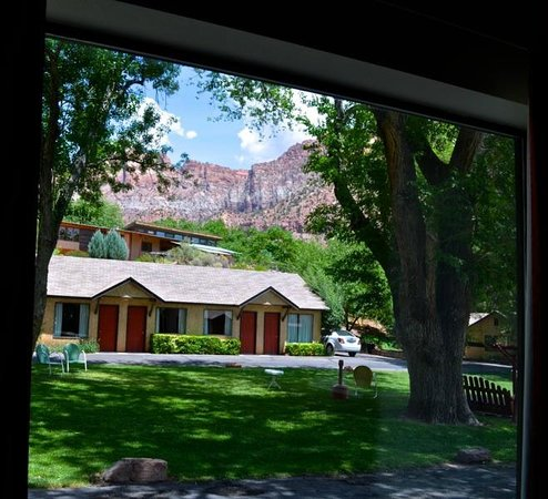 Canyon Ranch Motel: front picture window