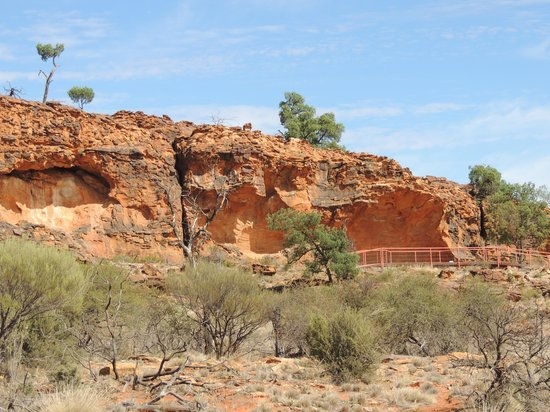 Tri State Safaris Outback Tours: site of stencil art