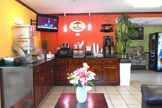 Super 8 Chesapeake : Breakfast Area