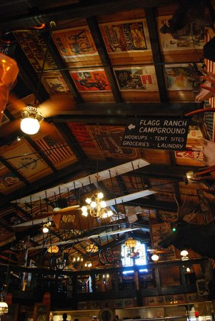 Mangy Moose Restaurant and Saloon: panorama soffitto