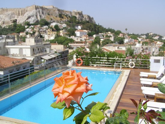 Electra Palace Athens: View of Acropolis from the pool