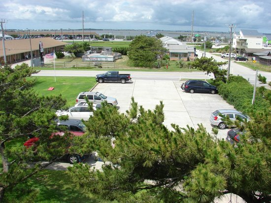 Islander Motel: The Islander parking lot (this is a view from the motel)