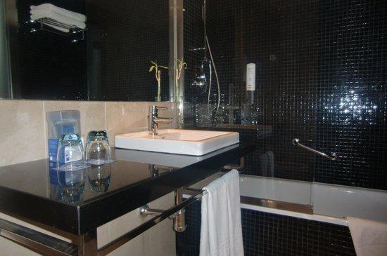 Tryp Cadiz la Caleta Hotel: Lavabo