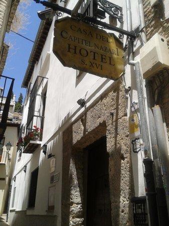 Hotel Casa del Capitel Nazari: Entrada al hotel