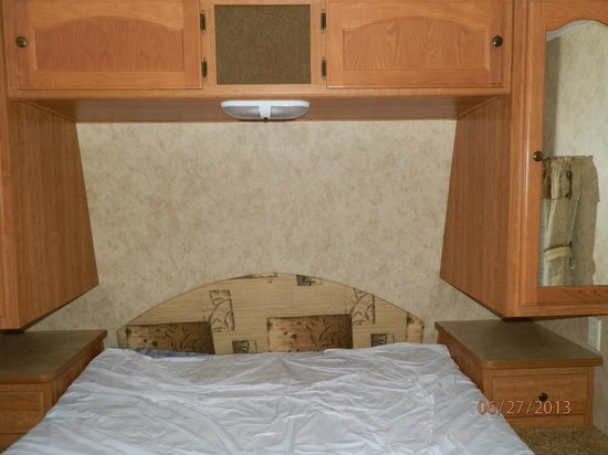 Colonial Woods Campground: Bedroom with full size bed