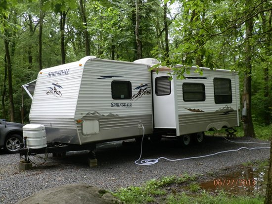 Colonial Woods Campground: Outside of rented camper Springdale