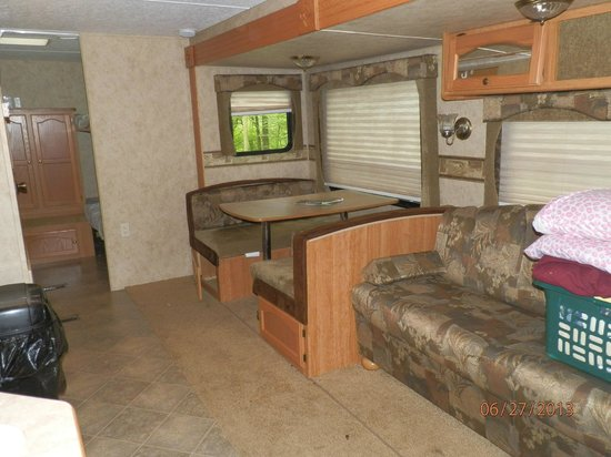 Colonial Woods Campground: Sofa converts to bed